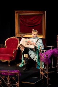 Kuningas lukee